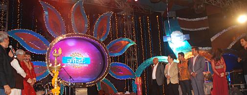 पटना में आयोजित एक भव्य समारोह के दौरान मौर्य टीवी को लांच करते बिहार के मुख्यमंत्री नीतीश कुमार.