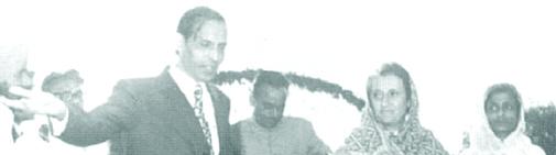 राउरकेला में डॉ. प्रभुलाल अग्रवाल, प्रधानमंत्री इंदिरा गांधी और उड़ीसा की मुख्यमंत्री नंदिनी सत्पथी एक दौरे के दौरान।