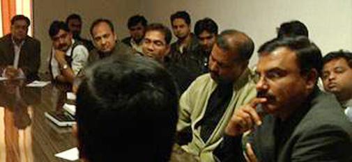 मंथन ट्रेनिंग कार्यक्रम में केजरीवाल को सुनते न्यूज एक्सप्रेस के पत्रकार.